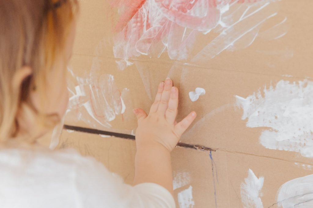 child drawing with paint